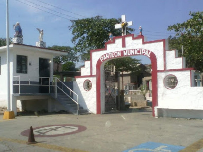 Exhumaciones por falta de espacios en panteón municipal
