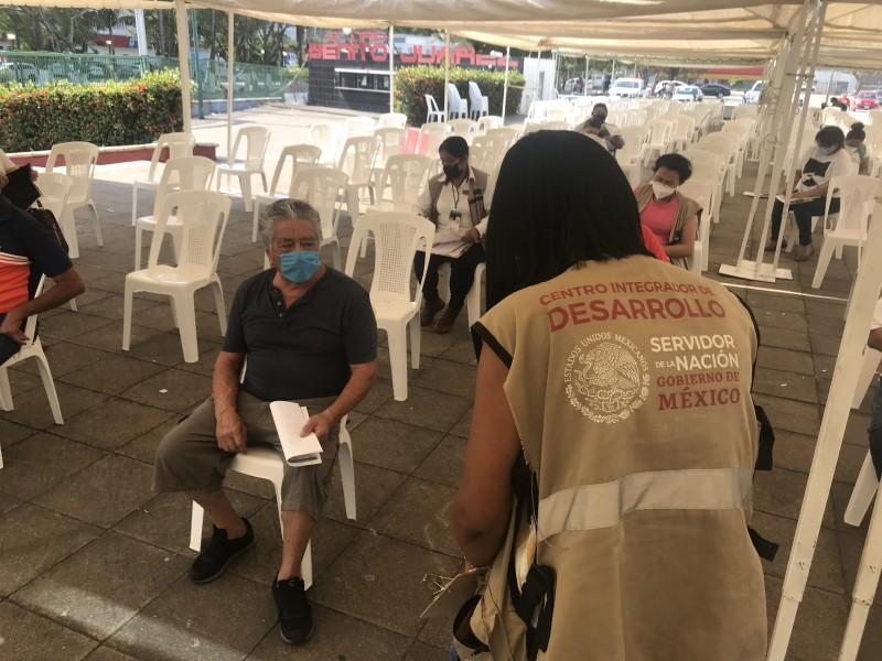 Sin filas, avanza segundo día de vacunación en Veracruz