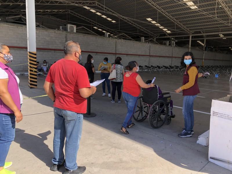 Sin filas, se vacunan jóvenes con Sputnik V en León