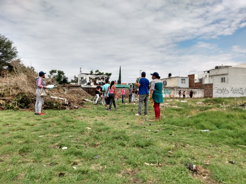 Sin herramientas y con salario mensual; leoneses realizan trabajo temporal