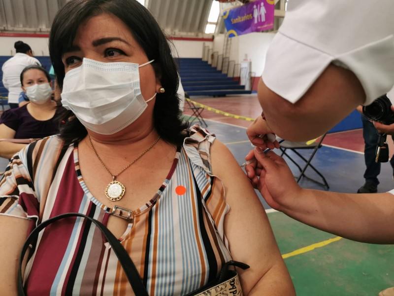 Inicia vacunación para personal educativo en Zona Norte