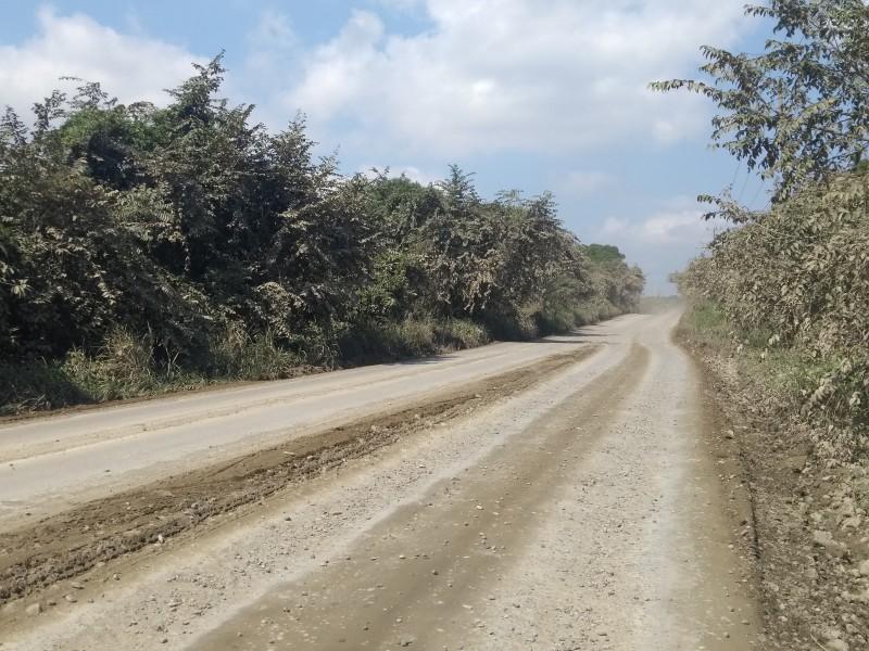 Sin poder concluir pavimentación carretera Los Kilómetros
