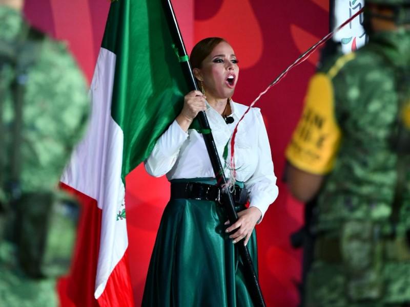 Sin público, alcaldesa de Gómez Palacio vitorea Grito de Independencia