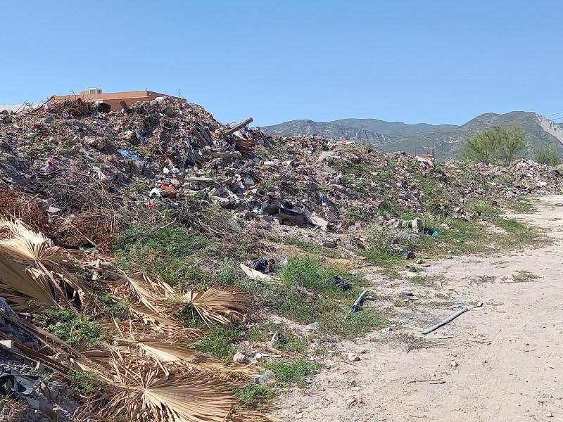 Sin regulación colonia se llena de pilas de basura