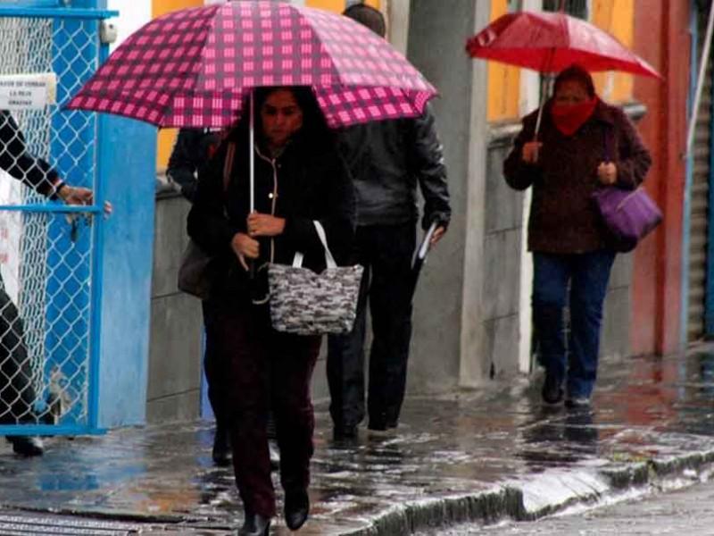 Sin soltar los paraguas, Conagua adelanta lluvias con descargas eléctricas