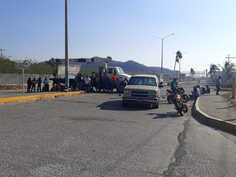 Sin solución a trabajadores de LOGUINEXT; protesta cumple 5 días