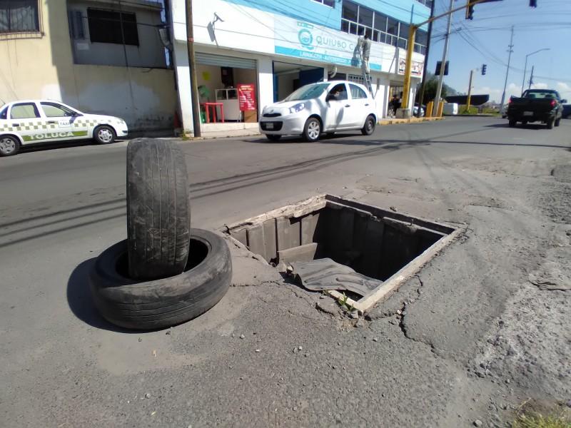 Sin tapa registro de luz en la Nueva Oxtotitlán