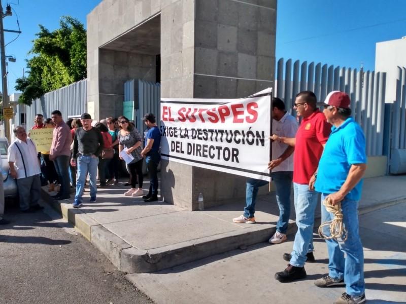 Sindicalizados se manifiestan en Hospital General