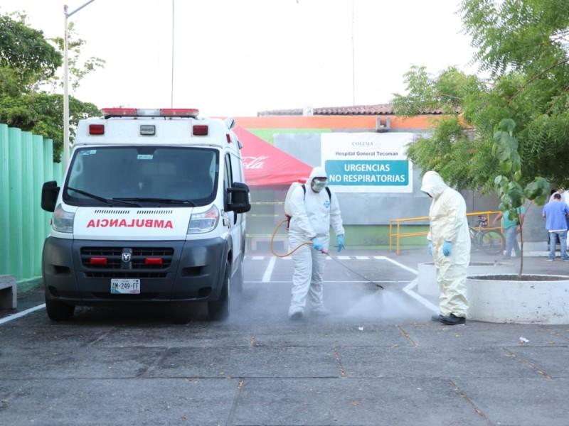 Sanitizan calles, avenidas, negocios y el Hospital de Tecomán
