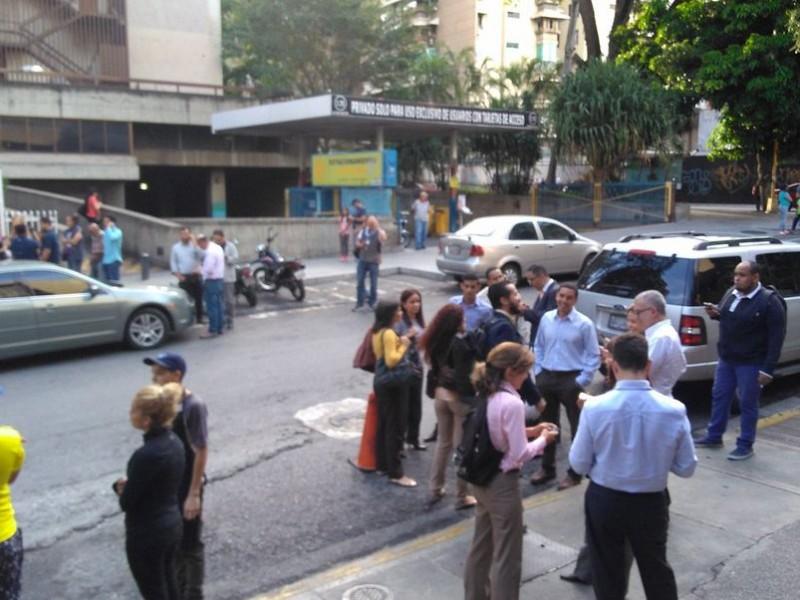 Sismo de 7.3 grados sacude costa de Venezuela