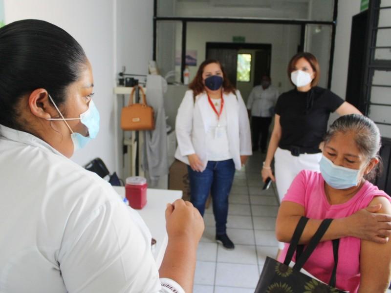Sobraron vacunas para mayores de 60 van a Armería-Comala