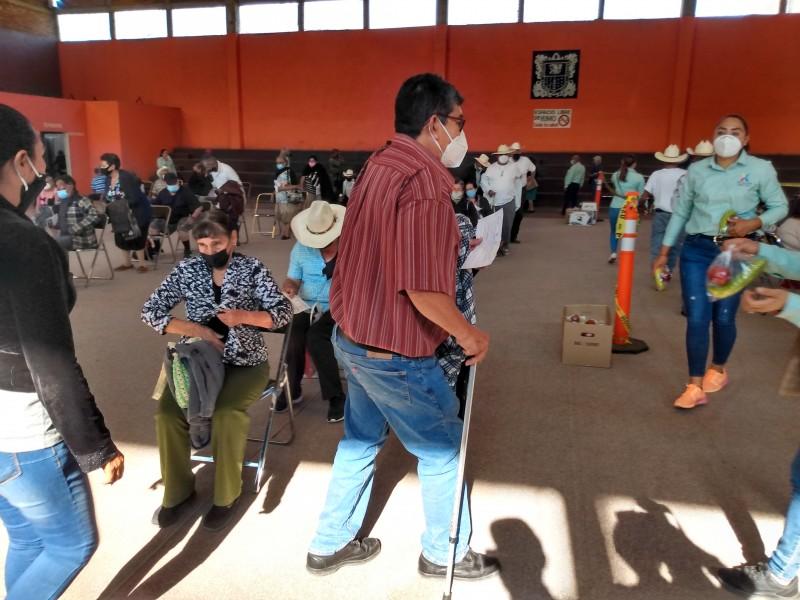 Sobreviviente del COVID recibe segunda dosis de vacuna en Ixtlán