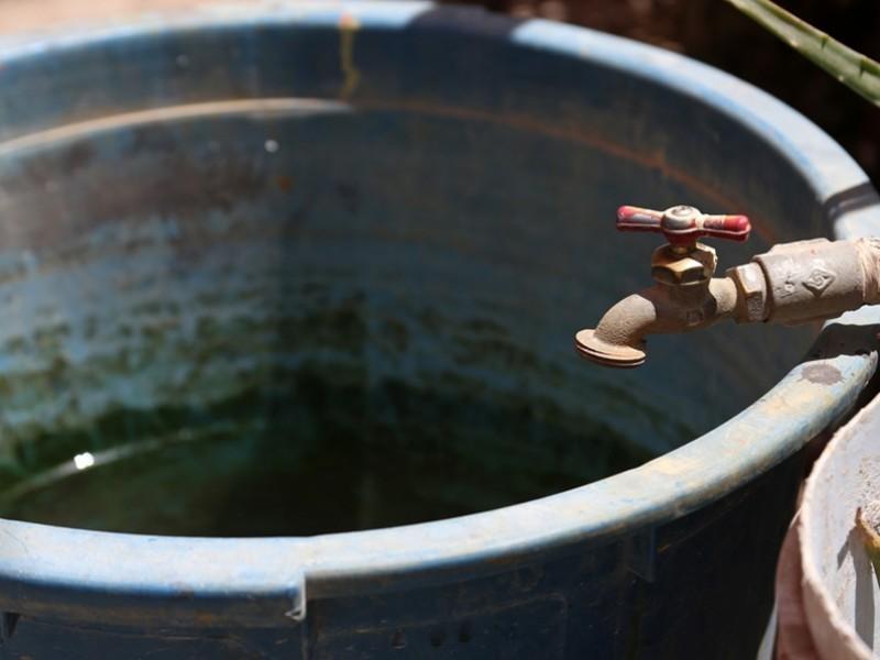 Sobrexplotación e ineficiencia gubernamental; causas de la escasez de agua.