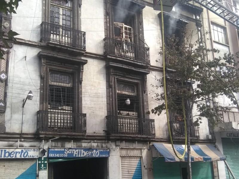 Sofocan incendio en el Centro Histórico