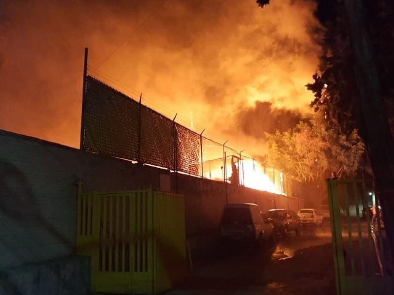 Solicitan a autoridades ayuda para damnificados tras incendio en CDMX