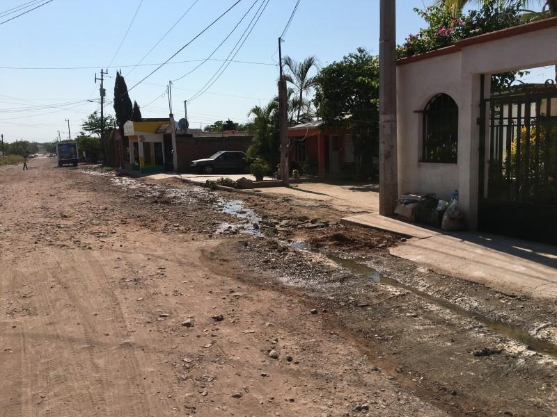 Solícitan a Japama atender derrames de agua en avenida principal