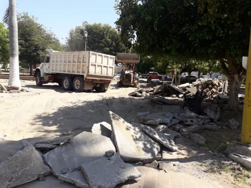 Solicitan amparo para evitar la demolición de la Plaza Pública