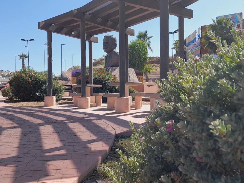 Solicitan cuidado de plazas públicas y monumentos