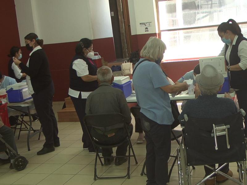 Solicitan se contacten adultos mayores que les falte vacunarse