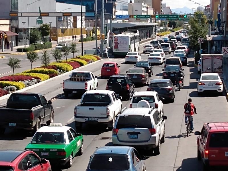 Sólo 17% de los vehículos que circulan en León verifican