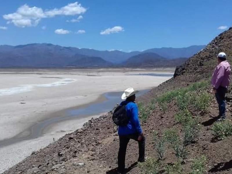 Solos ante la sequía, urge que lleguen pipas