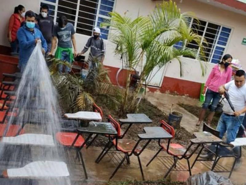 Son 28 escuelas afectadas por Grace
