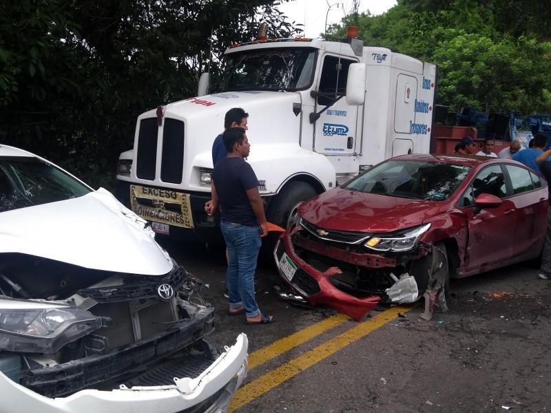Son ya 9 fallecidos por camionazo en Nayarit