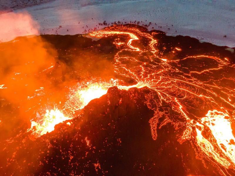 Sorprende erupción del volcán La Soufrière que sacude San Vicente