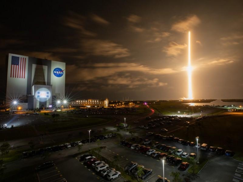 SpaceX lanza la primera misión con tripulación totalmente civil
