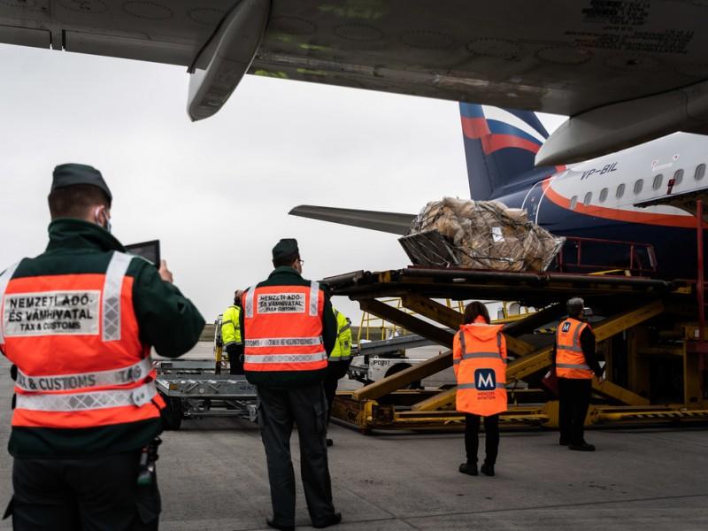 SputnikV llega a Hungría, primer país de UE en recibirla