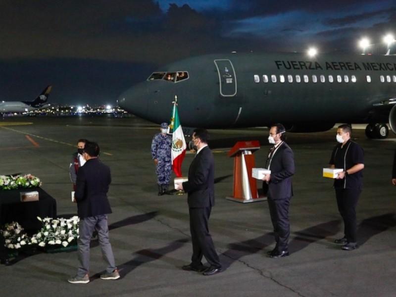 SRE repatría urnas de mexicanos fallecidos en EU por covid-19