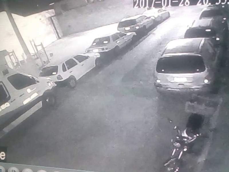 SSPM detecta a un sujeto robando artículos de un vehícu{o
