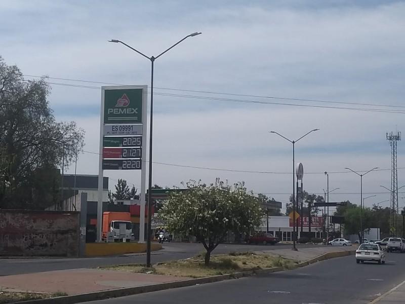Sube dos pesos precio de gasolina