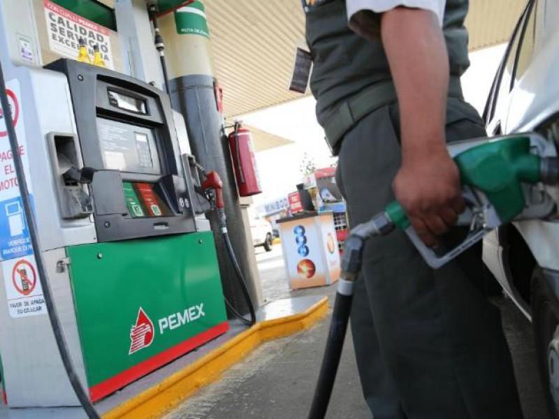 Suben impuestos en gasolinas, cigarros y refrescos