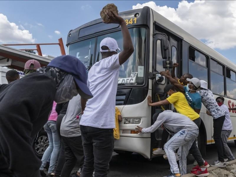 Sudáfrica: van 72 muertos tras violentas protestas