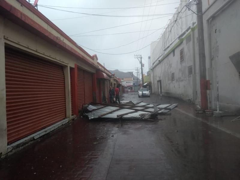 Sufre daños locales de Mercado