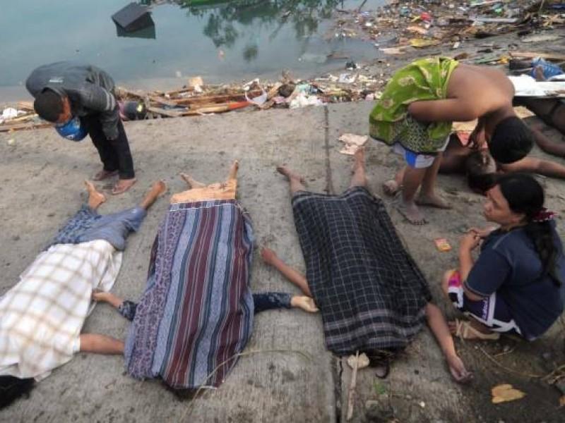 Suman 1,424 muertos por tsunami en Indonesia