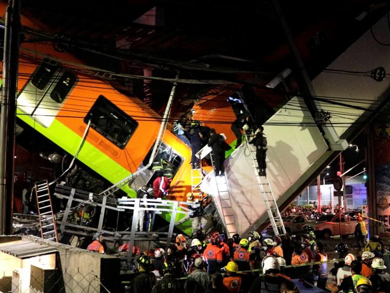 Suman 23 muertos tras caída de vagones del metro