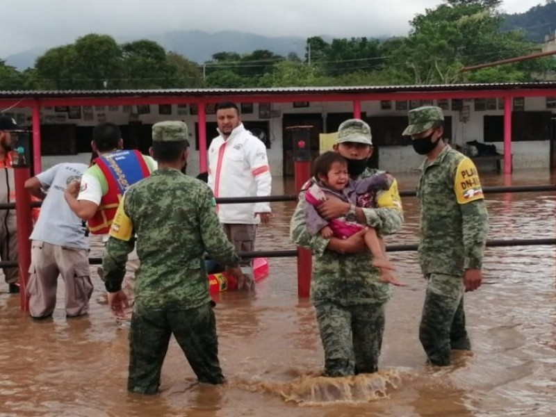 suman 355 mil damnificados en el sureste por inundaciones