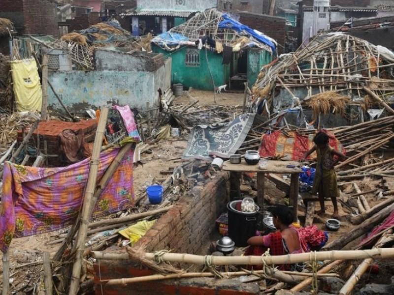 Suman 50 muertos por ciclón Fani en India