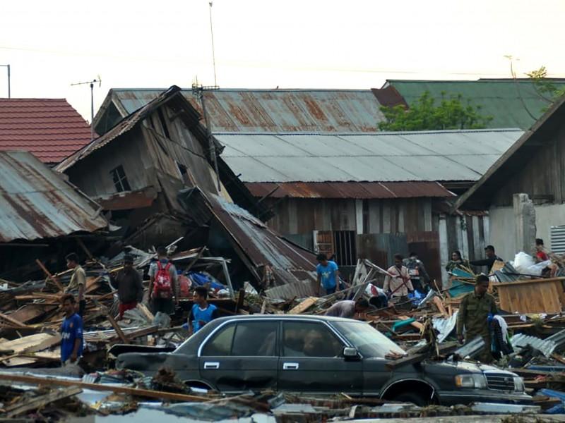 Suman 73 muertos en Indonesia por sismo