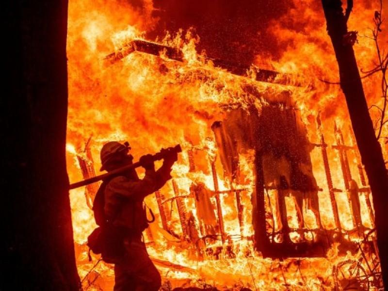 Suman 80 muertos por incendios en California
