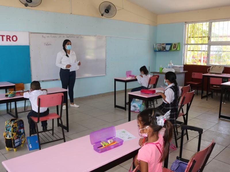 Suman más de 13,000 alumnos que acuden a clases presenciales