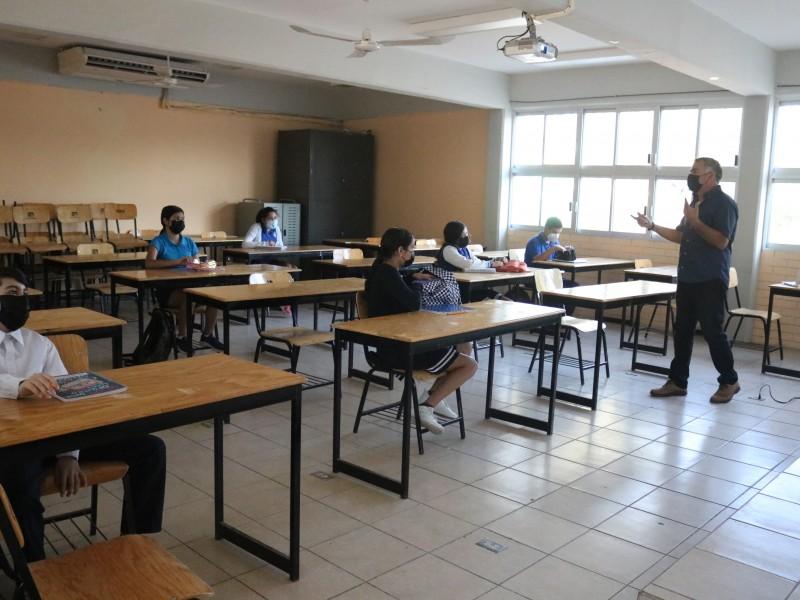 Suman más de 19,000 alumnos que regresaron a clases presenciales