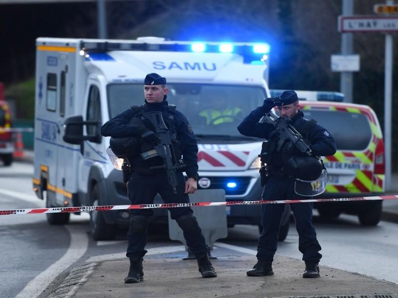 Suman nueve detenidos tras la decapitación de profesor en Francia