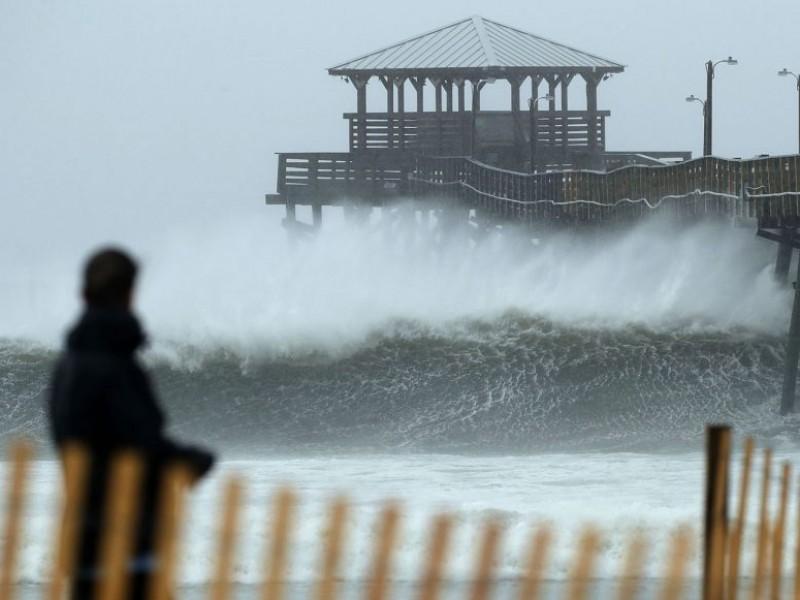 Suman siete los muertos por huracán Florence