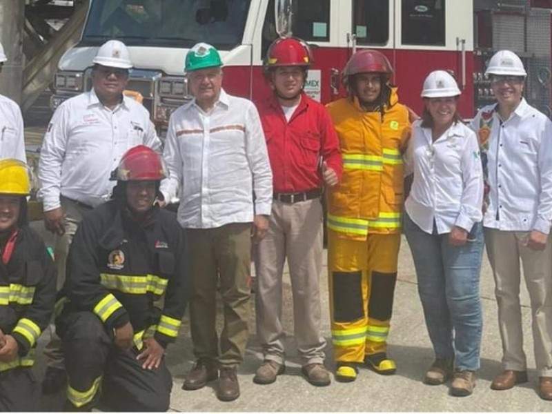 Supervisa AMLO refinería de Minatitlán