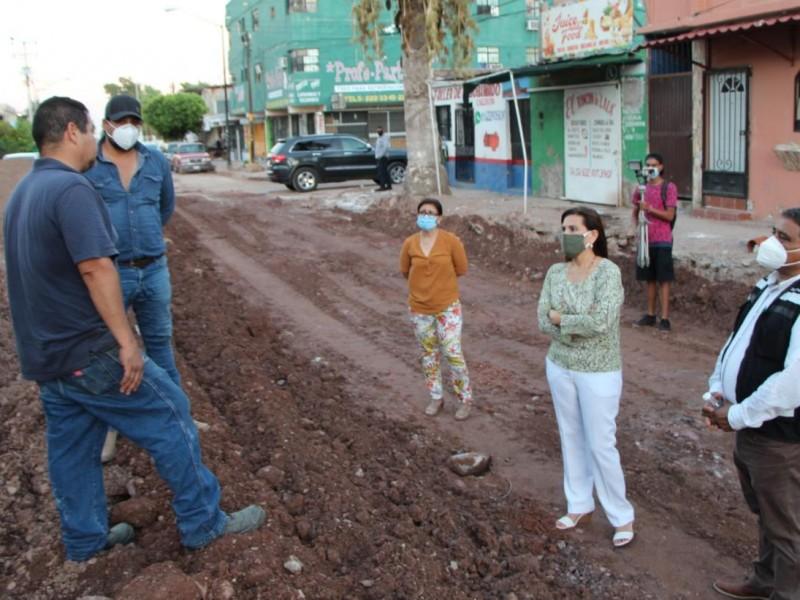 Supervisa Sara Valle avance de pavimentación en avenida VI