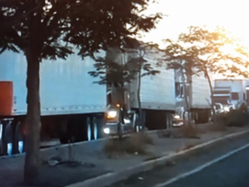 Suplantan a autoridades y bloquean carretera en Vícam