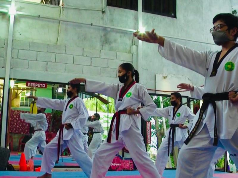 Taekwondoínes Tuxpeños buscan avanzar de grado